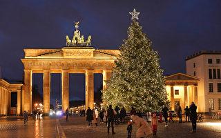 组图:疫情下续闪耀 世界各地圣诞树灯光秀