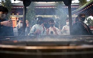 組圖:疫情嚴峻 日本人祈求新的一年平安