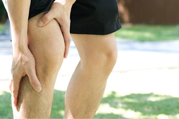 蛋白质是形成肌肉、骨骼、关节液必要的营养素,肌肉无力、关节疼痛可能是缺乏蛋白质。(Shutterstock)