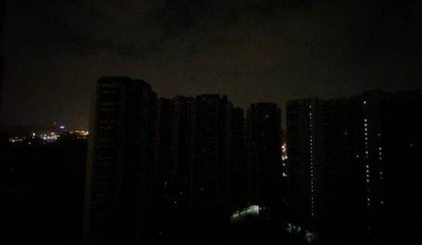 广深无预警大停电 断网断水街道漆黑如隔世