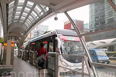 """台中市政府日前宣布,取消执行10年的免费公车政策,改为""""市民限定""""。"""