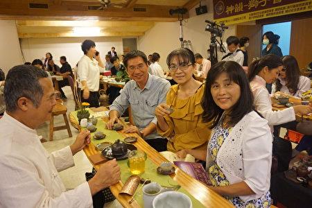 云林县康泰长照教育学院董事长戴进隆偕同夫人参与茶会联谊