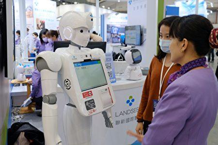 """台湾医疗科技展,联新国际医院推出""""以智慧医疗为基础的无围墙医院""""主题参加展出。"""