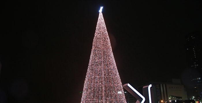 基隆海洋廣場燈塔 17米聖誕樹點燈