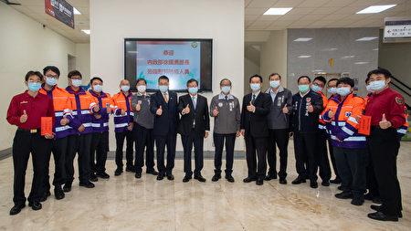 桃园市长郑文灿、内政部长徐国勇及与会来宾和辛苦的消防同仁合影。