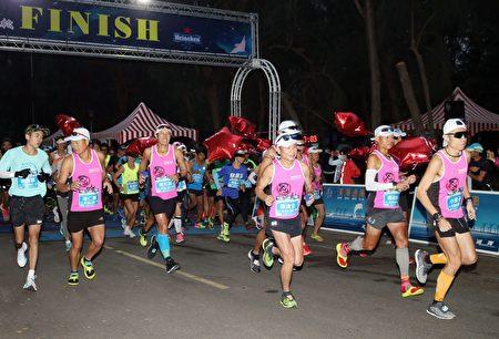 通霄滨海追风马拉松开跑。