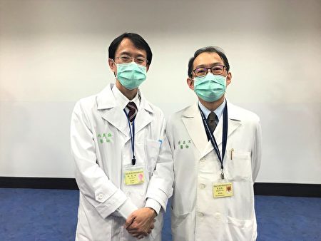 台大医院新竹分院副院长兼移植团队召集人蔡孟昆(右)与外科部医师林昊谕合影。