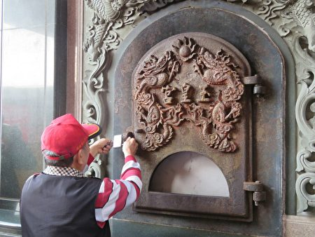 屏东玉皇宫12月15日进行纸钱金炉封炉仪式。