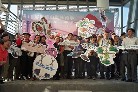 屏东落山风艺术季12月18日在车城乡海口港揭开序幕。