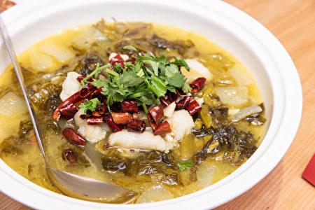 「招牌酸菜魚」酸香四溢、肉質軟嫩。