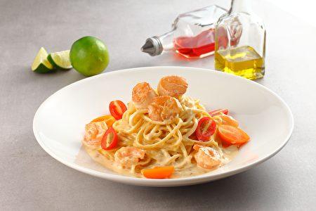 「萊姆干貝鮮蝦麵」吸飽濃郁海味及奶香。