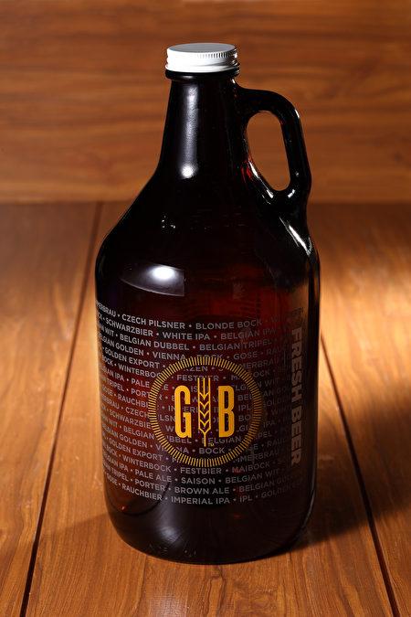 新鮮釀造啤酒讓人度過美好微醺時光。
