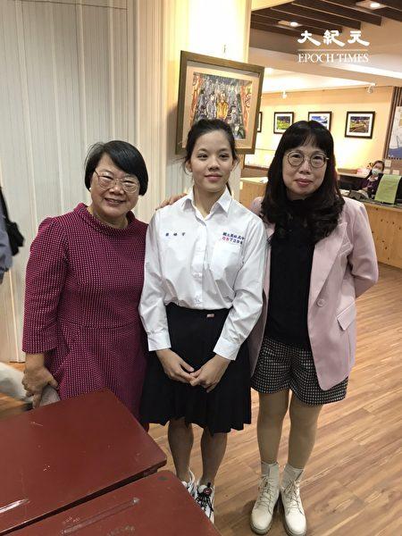左起员林高中教务主任王仪珍,蔡皓宇,导师林玉婷。