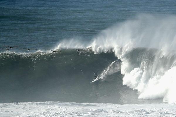 对加州北部海岸线 国家气象局发大浪危险警告