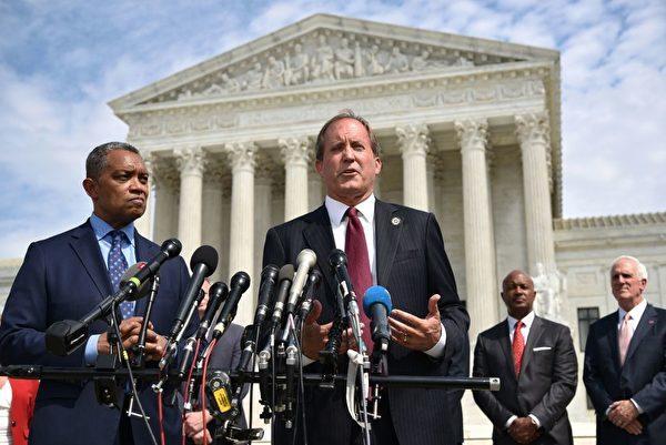 圖左二為德克薩斯州總檢察長肯·帕克斯頓(Ken Paxton)。(MANDEL NGAN/AFP/Getty Images)