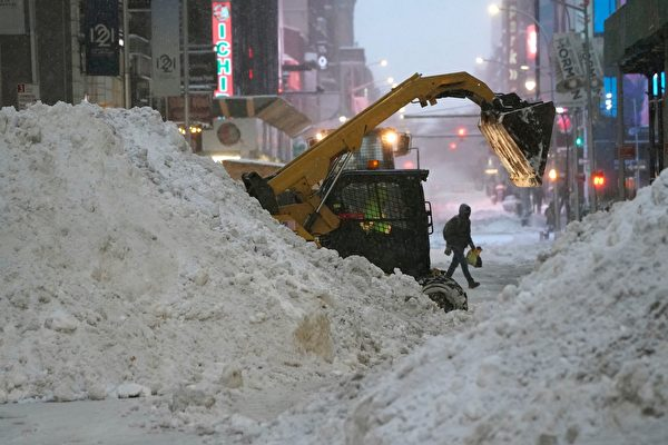 組圖:美東遭遇暴風雪 紐約人雪中取樂