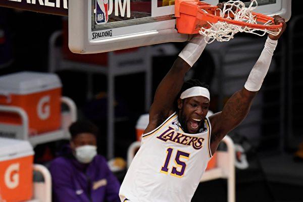NBA季前赛:湖人击沉快船 勇士险胜掘金