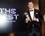 射手莱万力压C罗和梅西 荣膺世界足球先生
