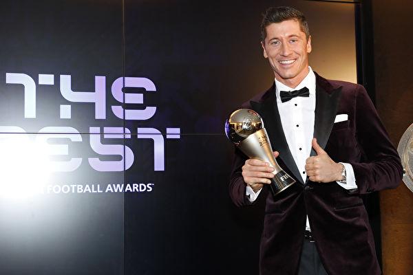 射手萊萬力壓C羅和梅西 榮膺世界足球先生