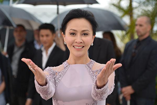 回应扮27岁顾曼璐争议 刘嘉玲称未纠结过年龄
