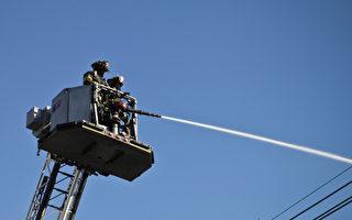 恩格尔伍德市一座大楼突发严重火灾