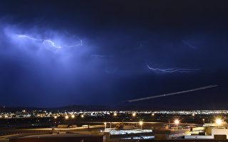 航班在飞行途中被雷电击中,会发生什么?