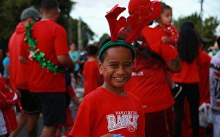 奥克兰社区圣诞游行 儿童喜见中国龙