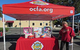 橙县消防员完成圣诞礼物捐助活动