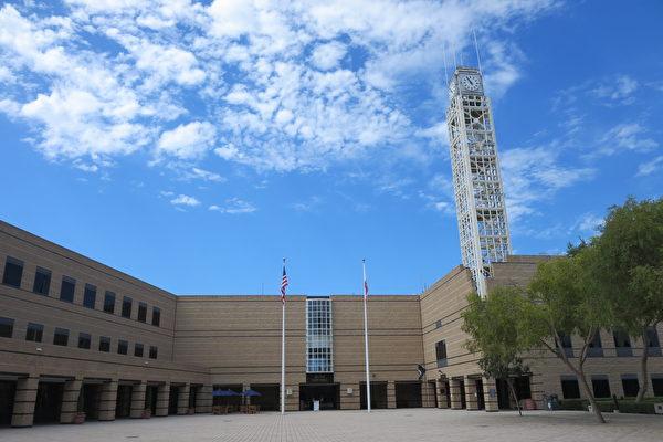 尔湾市新任市政府成员宣誓就职