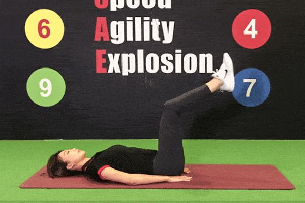 4个瘦肚子动作,持之以恒的做,帮你全方位紧致小腹。(World Gym提供)