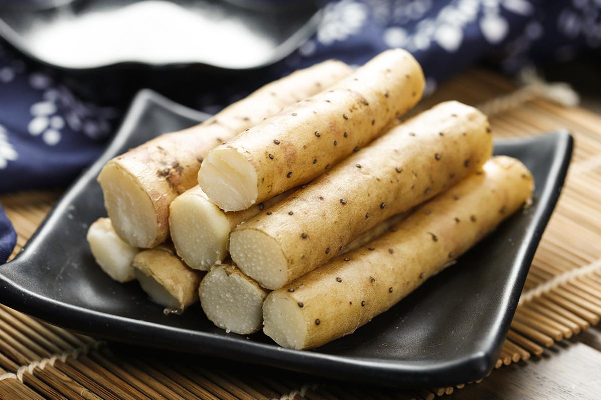 山藥是非常好的養生食物,它能補腎、補氣、養脾胃又養顏。(Shutterstock)