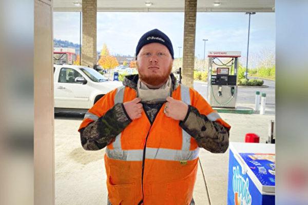 善意聊天 使陌生顧客送加油站服務員一汽車