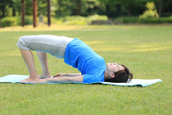 在正確時間運動、做肌肉訓練,夜晚副交感神經作用更好,能促進身體放鬆和入眠。(Shutterstock)