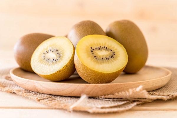 黄色果肉的奇异果,维生素C含量较高。(Shutterstock)