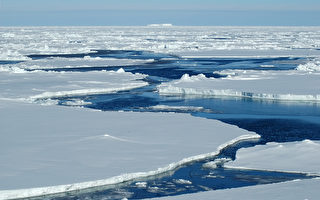 大海撈針 俄破冰船救起在浮冰上漂流的漁夫