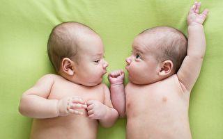融化人心 四月大雙胞胎首次「聊天」互動
