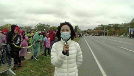 李晓华在川普到宾州拉票的演讲会场外出镜报导。
