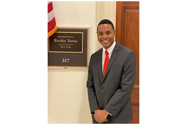 纽约新当选众议员多雷斯到华盛顿上班