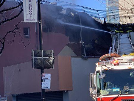 二、三楼坍塌。