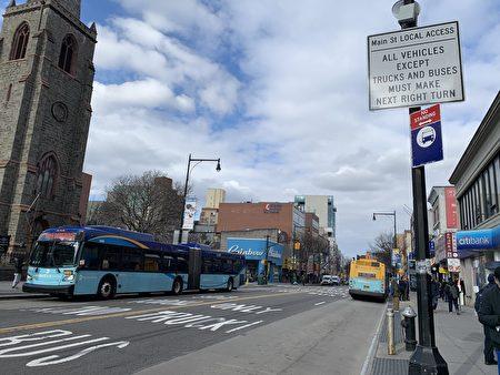 禁私家車的交通標誌及執法攝像頭,在一些路口已經安裝。