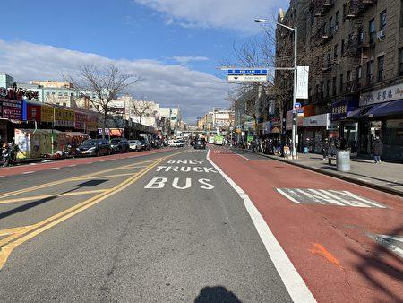 私家車禁入緬街首日,車輛大為減少,馬路暢通無阻。
