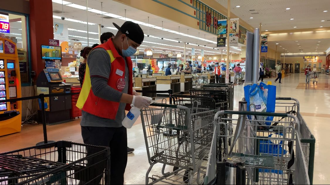 """杂货商协会状告长滩市""""英雄加薪令""""非法"""