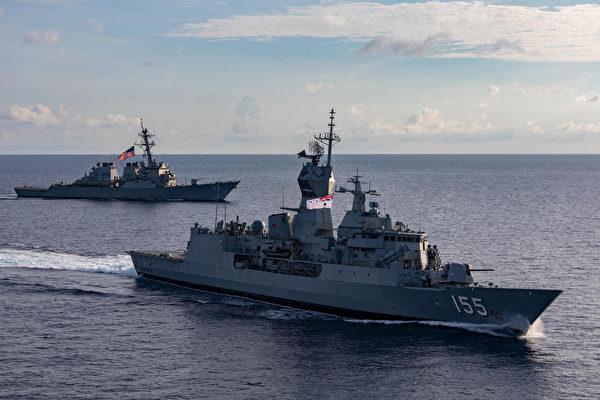2020年10月30日 ,美军驱逐舰麦凯恩号(DDG 56)与澳大利亚巡防舰巴拉瑞特号(FFH 155)一同在南中国海演练,之后穿越马六甲海峡前往阿德曼海域参加马拉巴尔演习。(美国印太司令部)