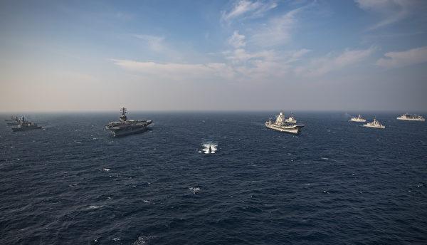 2020年11月20日,尼米兹航母(CVN68)与印度、日本、澳大利亚海军在印度洋加了马拉巴尔(Malabar 2020)演习。(美国海军)