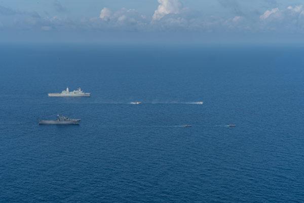 2020年12月14日 ,美军与新加坡军方在克拉(CARAT)演习中,两国还共同在南中国海进行了两栖训练。(美国印太司令部)