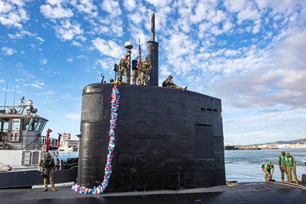 2020年12月15日,美军洛杉矶级攻击潜艇托皮卡号(SSN 754)抵达夏威夷珍珠港。(美国印太司令部)