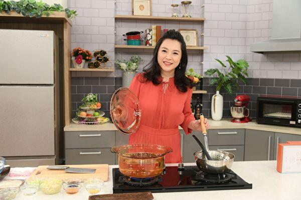 15年《美食凤味》收摊转型 张凤书新节目首播