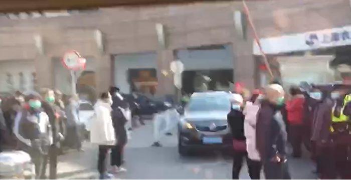 上海兩會楊浦區現場 數百訪民喊冤