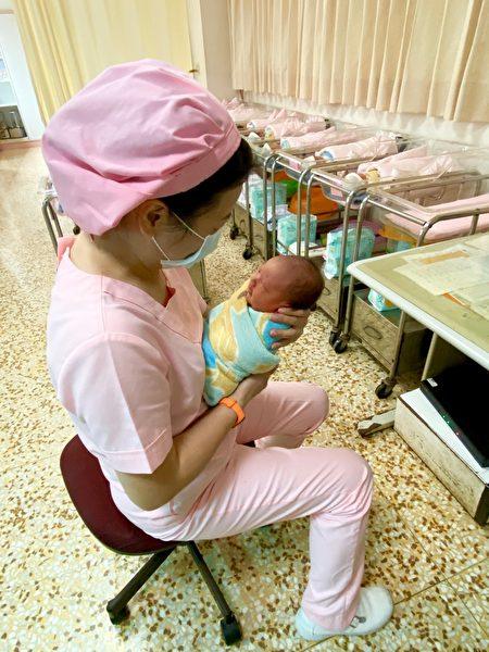 新竹市有7名元旦宝宝报到,新竹市长林智坚也送上祝福,欢迎这些元旦宝宝在幸福城市中,平安健康幸福长大。