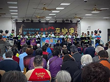 苗栗县竹南镇岁末迎新,关怀银发乐龄公益音乐会。